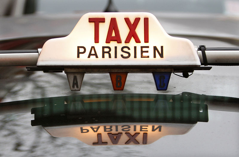 800px-Taxi_Parisien_January_29,_2008